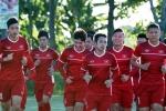 Ảnh: Đội tuyển Việt Nam tập buổi đầu tiên ở Philippines dưới trời nắng nóng