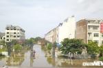 Ảnh: Khu biệt thự triệu USD giữa Thủ đô cứ mưa là ngập, dân ngán ngẩm chỉ biết kêu trời