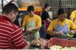 Cận cảnh bữa ăn trên tàu sân bay USS Carl Vinson tới Đà Nẵng