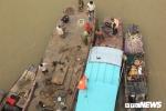 Xe Mercedes lao xuống sông Hồng, 2 người chết: Lực lượng chức năng vẫn tìm kiếm tại hiện trường