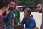 Clip: Cụ bà bán nước 74 tuổi nói được 11 thứ tiếng