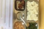Hà Nội: Bữa ăn học sinh lớp 2 chỉ 2 miếng chả, ít lạc rang xôn xao mạng xã hội
