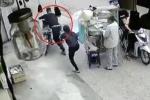 Clip: Trộm bẻ khóa 'nhảy' xe máy nhanh như chớp, dân không kịp trở tay
