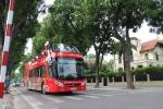 Trải nghiệm xe buýt mui trần đầu tiên tại Hà Nội: Du khách 'héo mòn' vì nắng