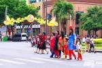 Người dân Sài Gòn mặc áo dài xuống phố đón năm mới 2017