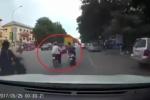 Treo túi xách trên xe máy, người phụ nữ bị cướp giật ngã văng ra đường