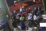 Nhân viên mải chơi điện thoại, trộm thảnh thơi dắt xe máy trong nháy mắt
