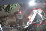 Clip: Xe bán tải lao điên cuồng, đâm liên hoàn ô tô, xe máy ở Bình Phước