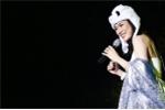 Clip: Mỹ Tâm đội mũ gấu hát khiến 10.000 khán giả Hà Nội phấn khích