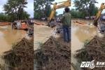Lũ lụt, vỡ đê ở Thanh Hóa: Ném cả máy múc hàng trăm triệu xuống hàn đê, cứu dân