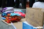 Cháy chung cư Carina ở TP.HCM: Phát áo quần, cơm miễn phí cho cư dân gặp nạn