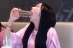 Clip: Gái xinh hướng dẫn cách uống nước không lo trôi son