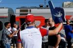 Cổ động viên Anh say rượu quậy phá trên tàu hỏa ở Nga