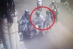 Clip: Cặp đôi dàn cảnh va chạm giao thông, móc túi tinh vi trên phố Sài Gòn