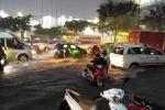 Thảm cảnh ôtô, xe máy bị nhấn chìm sau trận mưa lớn ở TP.HCM