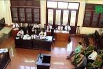 Xét xử sự cố chạy thận 9 người chết ở Hòa Bình: Phiên tòa 'kỳ lạ'
