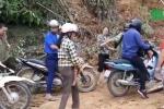 Clip dân kê ván, thu 10.000 đồng/xe qua vùng sạt lở ở Yên Bái gây tranh cãi