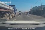 Container tạt đầu 'lạnh lùng' khiến ô tô tông thẳng dải phân cách