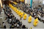 Video: Đàn Pikachu lũn cũn trên đường phố Nhật Bản