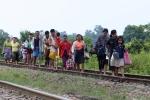 Video, Anh: Vo dap o Myanmar, hon 100 ngoi lang chim trong bien nuoc hinh anh 7