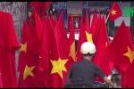 TP.HCM: Cờ, áo cổ vũ đội tuyển U23 Việt Nam cháy hàng