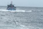Cứu 8 ngư dân gặp nạn ở vùng đánh bắt chung giữa Việt Nam – Trung Quốc