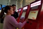 Hãng bay liên tục delay, hành khách về quê ăn Tết vạ vật ở Tân Sơn Nhất