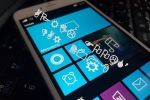 Lộ ảnh iPhone chạy Windows 10 Mobile