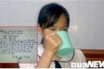 Cô giáo ở Hải Phòng phạt học sinh uống nước giặt giẻ lau bảng