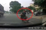 Clip: Thanh niên đầu trần lạng lách xe máy trên quốc lộ và cái kết đắng
