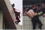 Clip: Thanh niên thất tình nhảy lầu tự tử, được cứu vẫn giãy giụa đòi chết