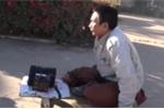 Clip: Lật tẩy người đàn ông giả cụt 2 chân, lê lết ăn xin ở Bình Phước