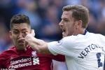 Bị đối thủ chọc ngón tay vào mắt, sao Liverpool may mắn không mù