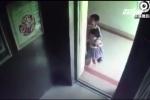Bé gái 2 tuổi chết thương tâm vì trò đùa tai hại trong thang máy