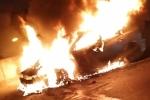 Clip: Ô tô Mazda 3 cháy ngùn ngụt trên đường vành đai 3 Hà Nội
