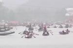 Hàng nghìn người đổ về chùa Hương trước giờ khai hội