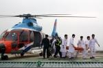 Trực thăng đáp nhà giàn DK1 đưa nam quân nhân về đất liền cấp cứu