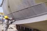 Sửa chữa tàu vỏ thép hư hỏng: Bình Định 'thúc' cơ sở đóng tàu thêm người, tăng ca