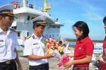 Giữa biển xa, chiến sĩ DK1 vẫn có hoa tặng vợ