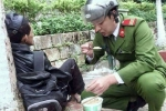 Hình ảnh đẹp của chiến sỹ công an Lào Cai lay động hàng triệu trái tim Việt