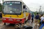 Trên đường đến trường, hai cha con bị xe buýt tông thương vong
