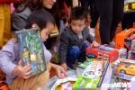 Ảnh: Phiên chợ dành cho trẻ em, năm chỉ mở một lần tại Thái Bình