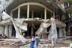Sập ban công công trình, 2 công nhân bị vùi lấp trong đống đổ nát