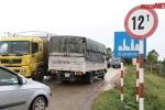 Clip: Hàng ngàn xe trốn trạm BOT Quốc lộ 38, băm nát đường đê sông Đuống