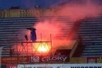 Fan cuồng bắn pháo sáng vào sân, Nam Định vẫn bị phạt