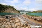 Mưa lớn, đất đá vùi lấp tuyến đèo ở Nha Trang: Đường đi sân bay Cam Ranh tê liệt