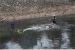 Bất ngờ với độ dày bùn sông Tô Lịch sau khi dùng 'công nghệ thần kỳ' Nhật Bản