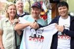 Video: Cửa hàng in áo có hình Trump - Kim đắt khách tại phố cổ Hà Nội