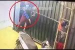 Clip: Trộm rình rập trước cửa nhà bị cô gái đuổi chạy trối chết