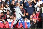 Cang thang tran Chelsea vs MU: Doi thu nhan sai, Mourinho khong de bung hinh anh 1
